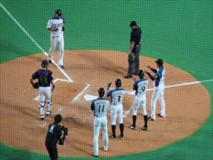 中田が逆転満塁本塁打を放ち、ホームイン