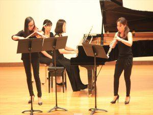 バッハの名曲を演奏する日本、韓国、中国の女性音楽家