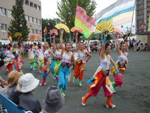 コカ・コーラ札幌国際大学のYOSAKOI演舞で華やかに開幕