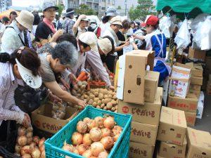地元の東部商事による野菜果物販売