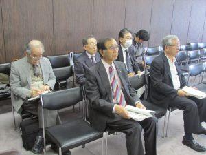 札幌市議会を傍聴する期成会メンバー=2016年5月11日