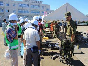 災害時に活躍する機器を展示。陸上自衛隊。