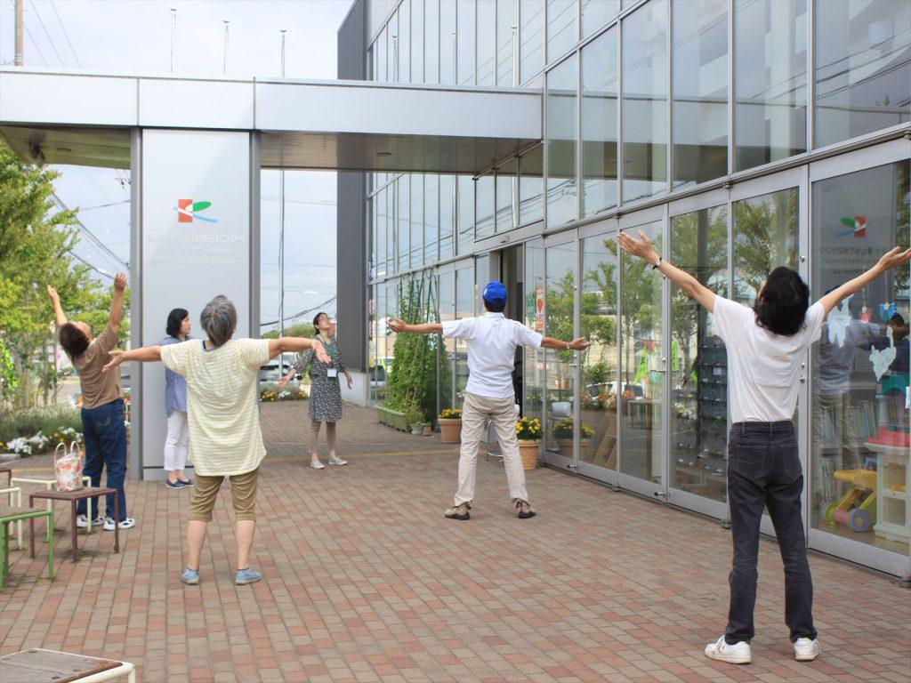 さとみラジオ体操会=里塚・美しが丘地区センター玄関前