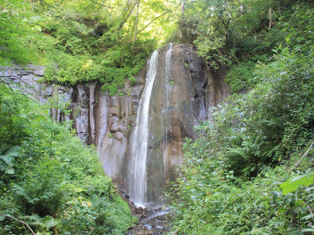落差13メートルの有明の滝