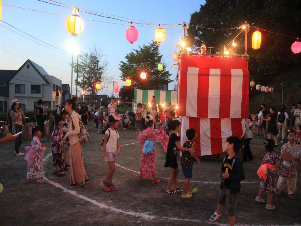 清田東町町内会の子供盆踊り=清田あさひ公園
