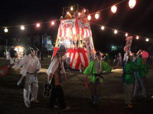 大人も子供も楽しんだ仮装盆踊り