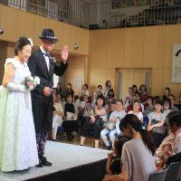 高齢者が颯爽とモデルを務めたファッションショー