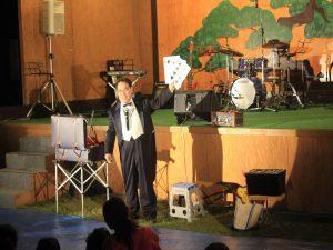 演芸ステージのマジックショー