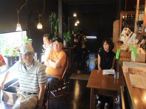 リラックスして聴くカフェ客