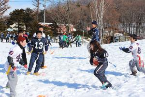 雪中大会を開いて普及に努めたことも=2014年3月、清田小校庭