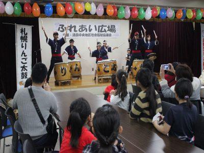 札幌りんご太鼓の演奏で幕開け