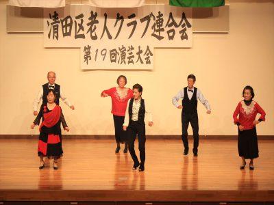 ディスコダンスを踊る石垣市老人クラブの皆さん