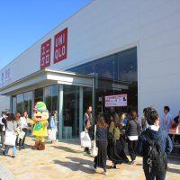 ユニクロ札幌清田店オープン。きよっちも買い物客を出迎え