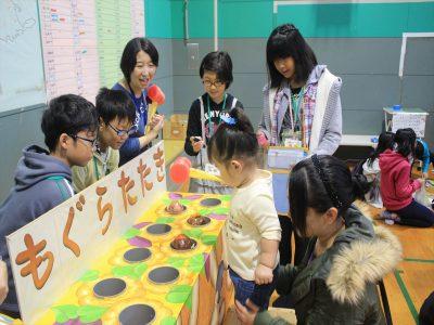 ゲームコーナーのスタッフを体験=10月22日、清田中央地区ふれあい広場