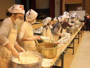 カレーライスを作った赤十字奉仕団清田分団の女性たち